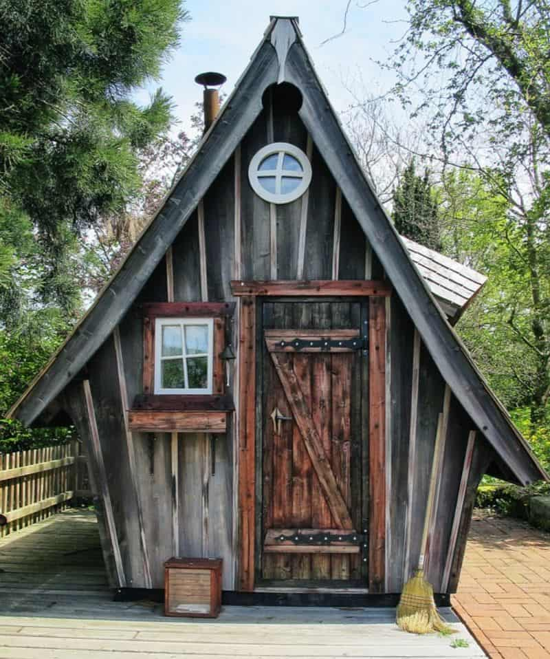7-ideas-for-decorating-a-kids-playhouse-3-magical-woodland
