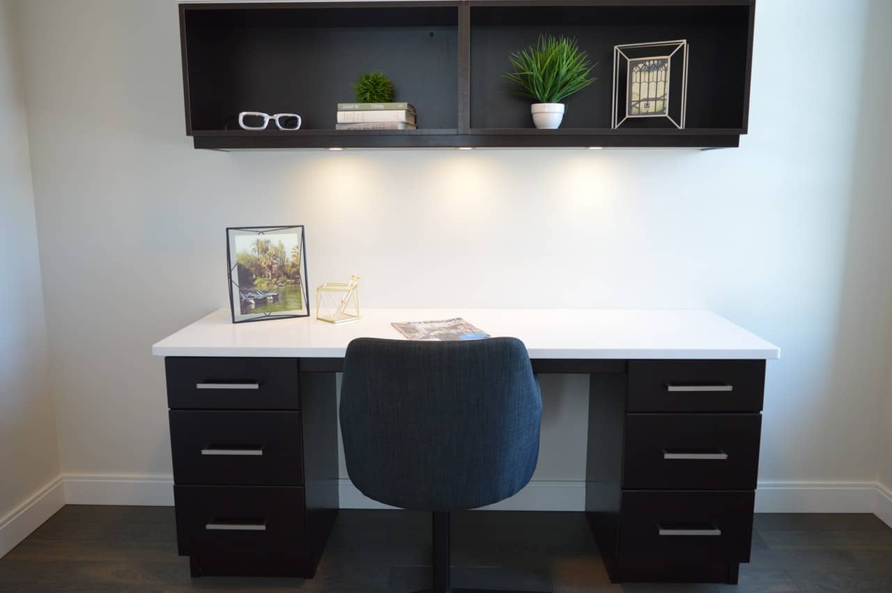 11-easy-effective-ways-maximise-space-home-office-1-take-out-the-clutter-