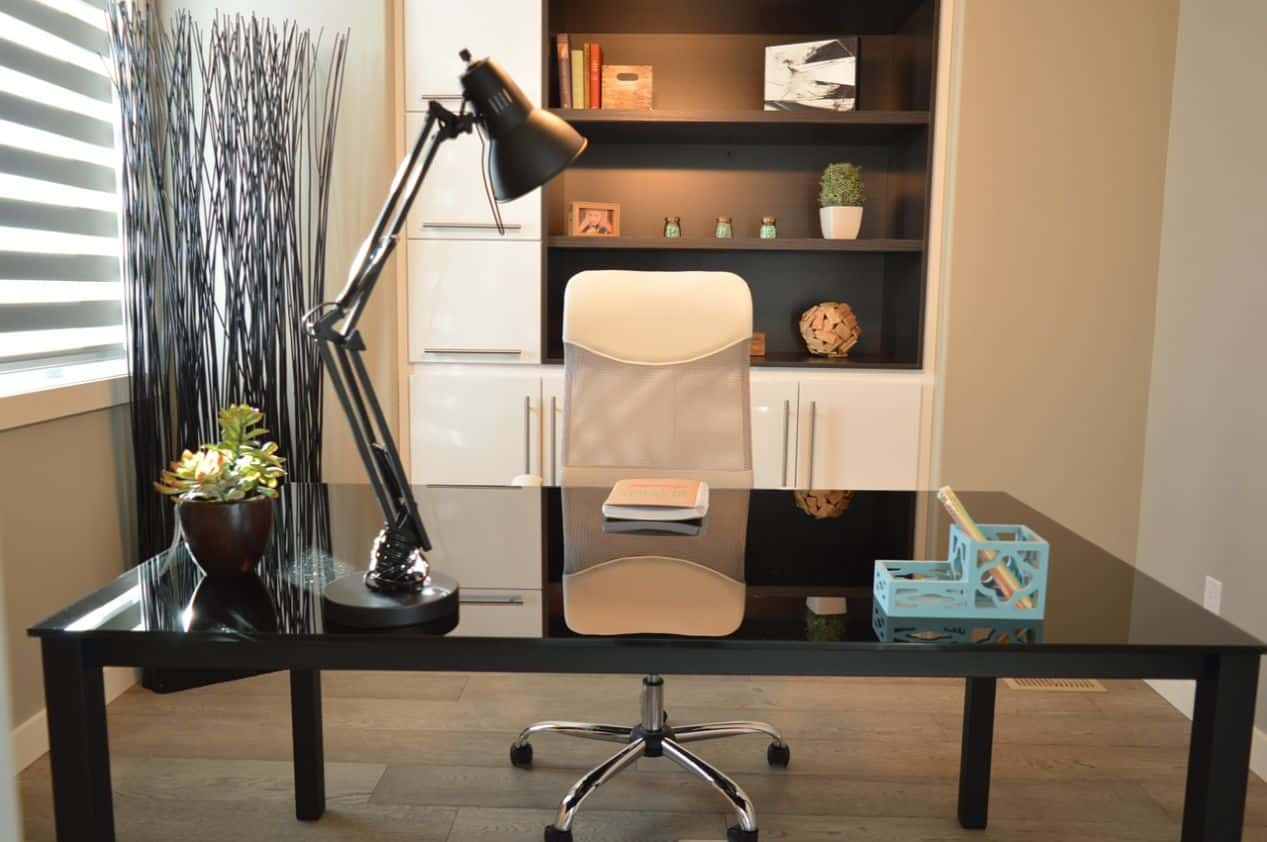11-easy-effective-ways-maximise-space-home-office-2-clear-the-floor-