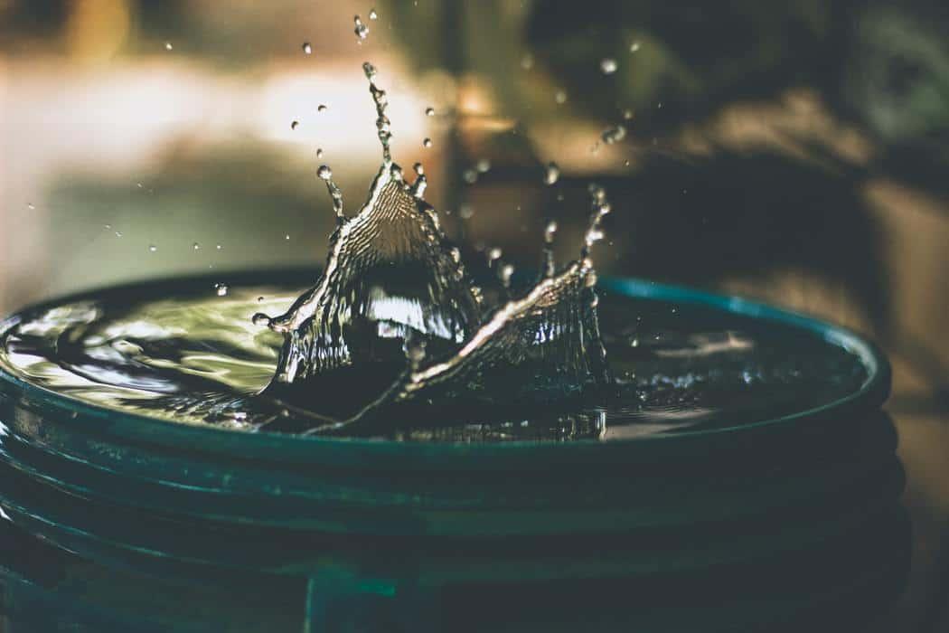 Water bucket with water splashing