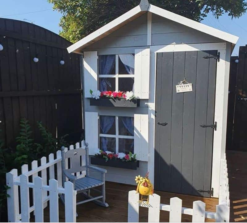 7-ideas-for-decorating-a-kids-playhouse-7-mini-house