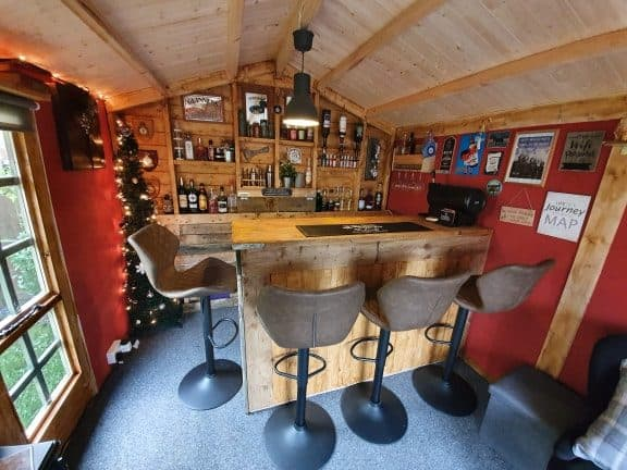 """The Yorkshireman"" – Phil's Garden Bar Log Cabin"