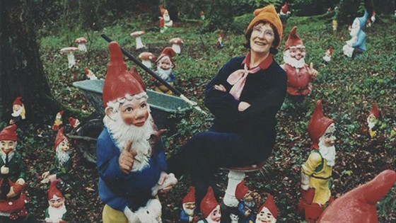 ann-atkin-another-record-holder-for-collecting-gnomes-turned-her-place-into-a-garden-gnome