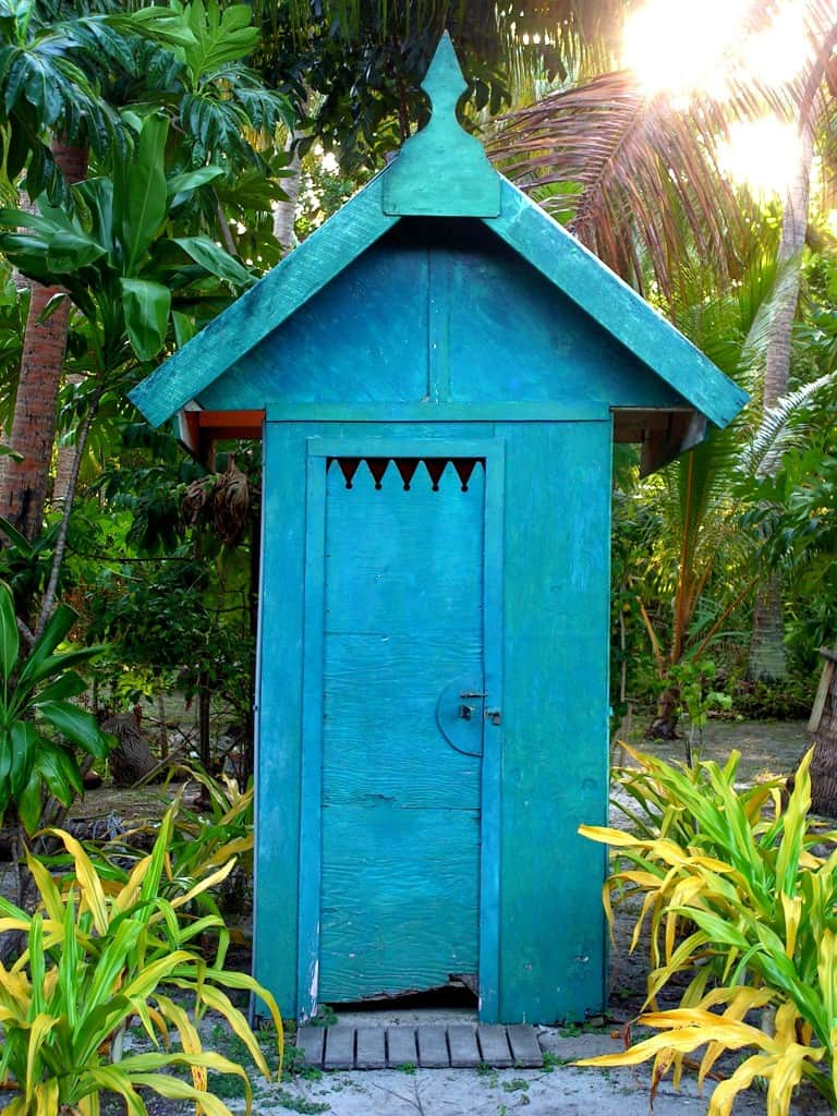 Fijian_Outhouse