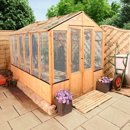 The 9 Advantages of a Polycarbonate Greenhouse