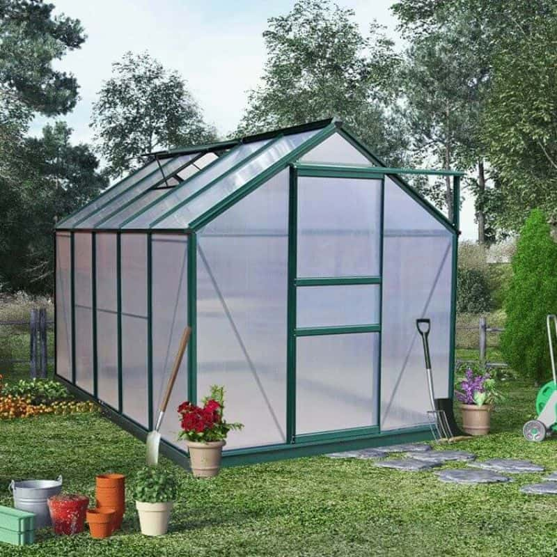 advantages-of-a-polycarbonate-greenhouse-1-better-insulation
