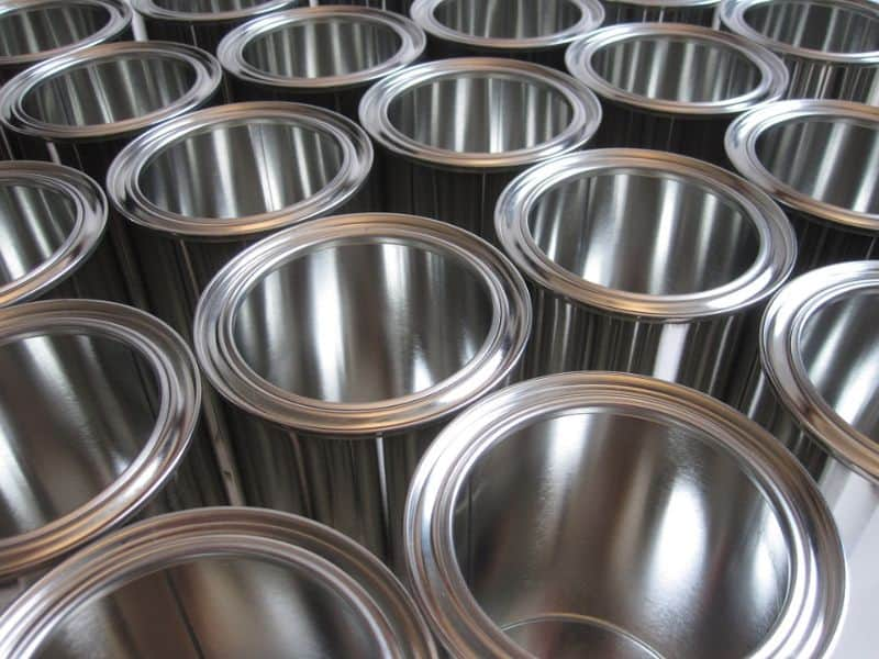 alternatives-to-plant-pots-2-tin-cans-2