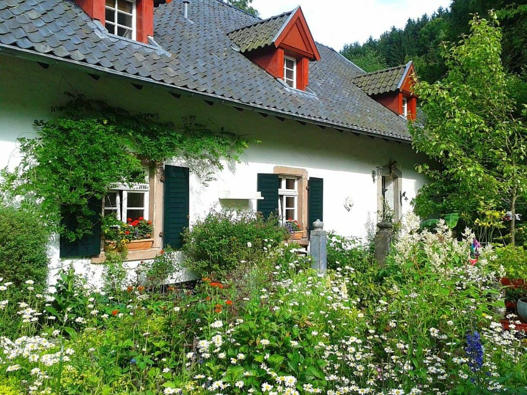 cottage-style-garden-7-informal-design-pixabay