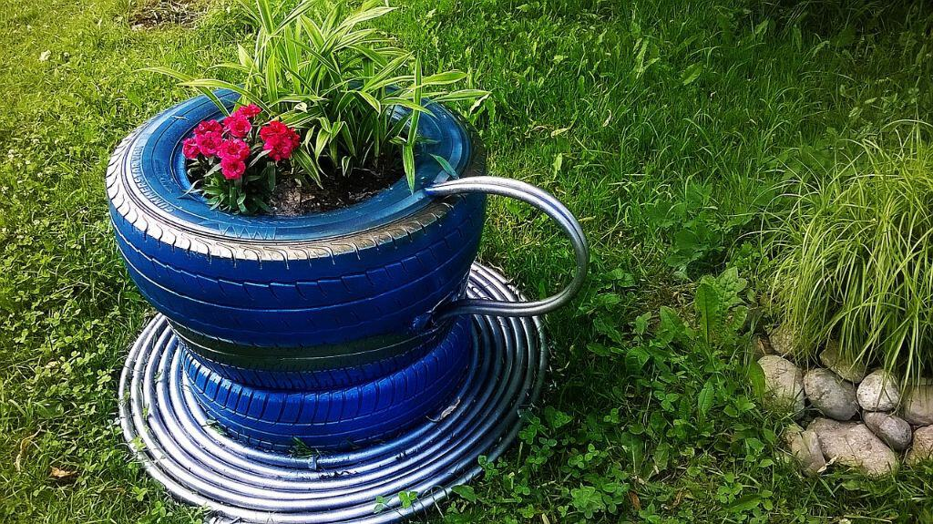 diy-plant-pot-alternatives-3--tyres