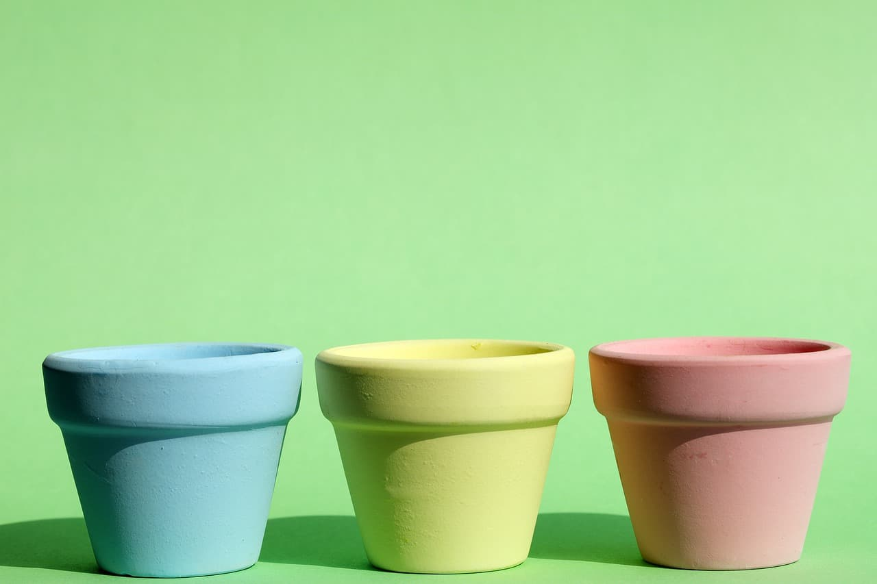 easy-garden-makeover-1-paint-old-pots