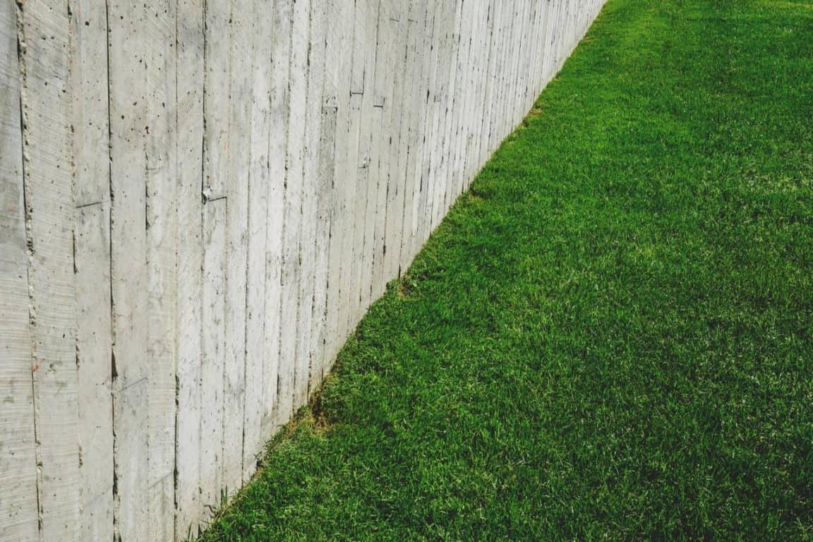 easy-garden-makeover-2-fertilise-lawn