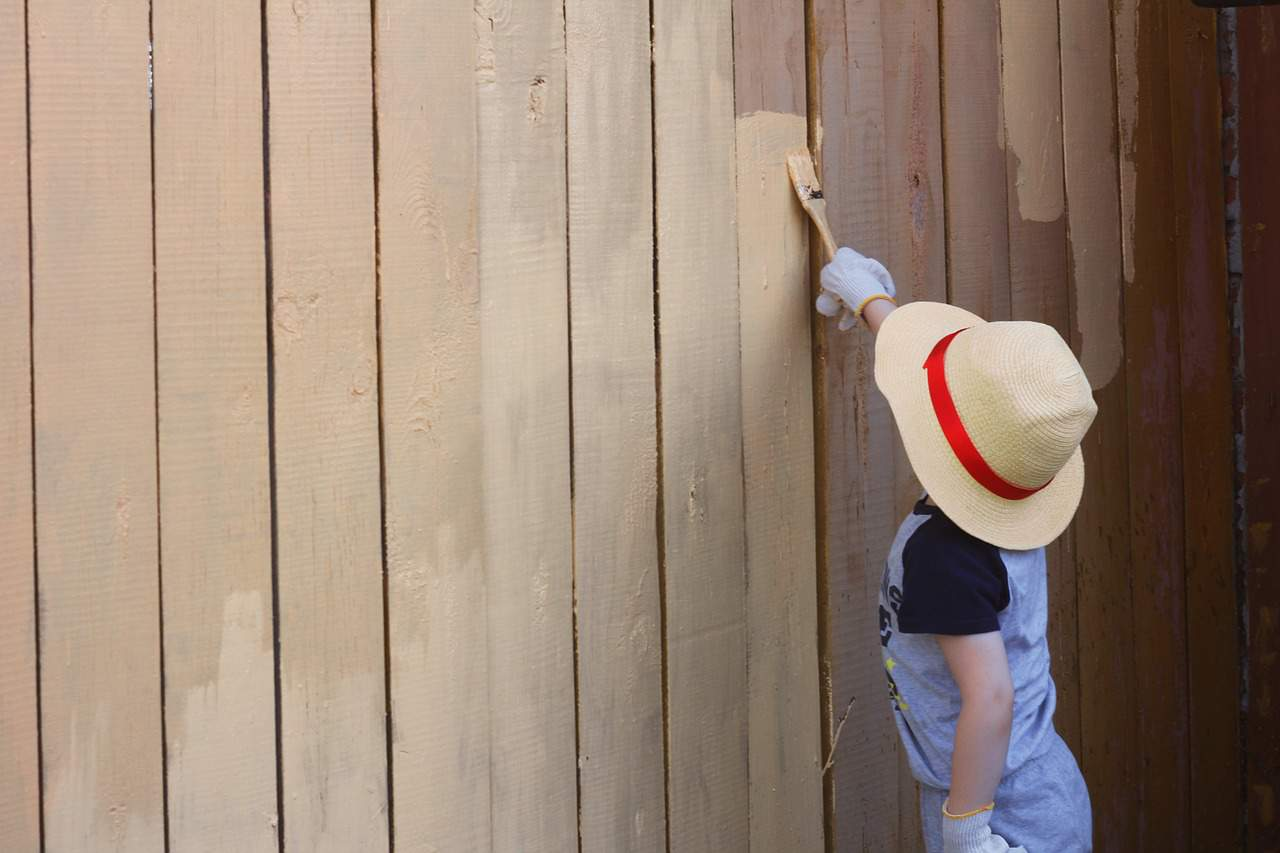 easy-garden-makeover-6-paint-your-fences