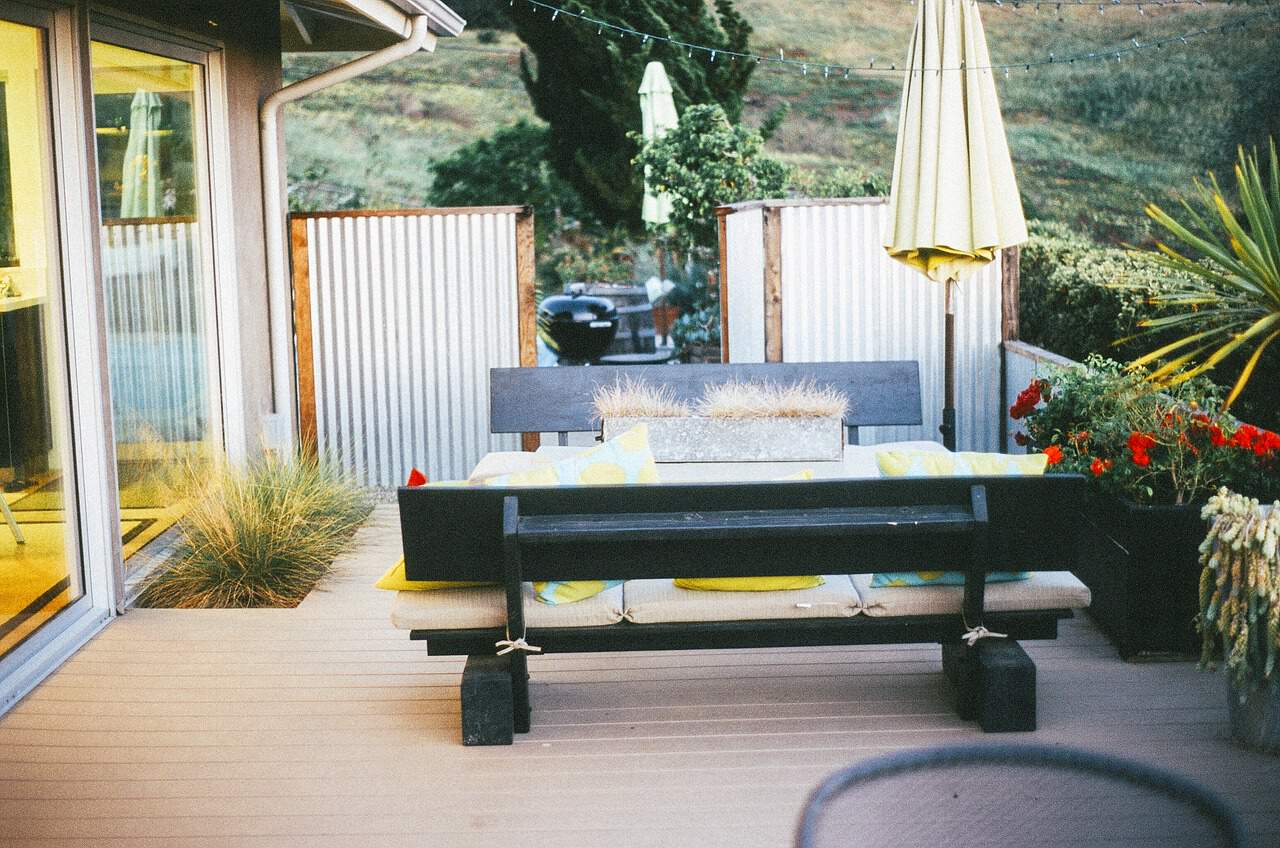 easy-garden-makeover-7-garden-furniture-with-cushions