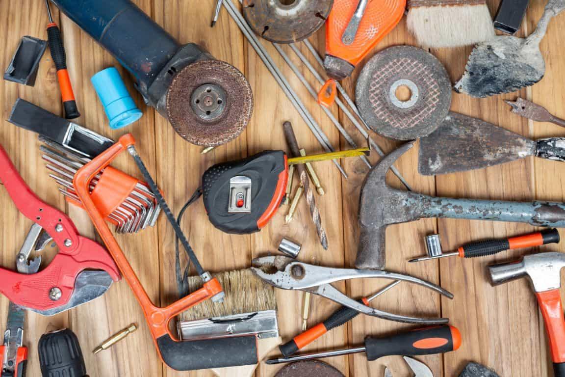 planning-wooden-playhouse-installation-1-tools-freepik