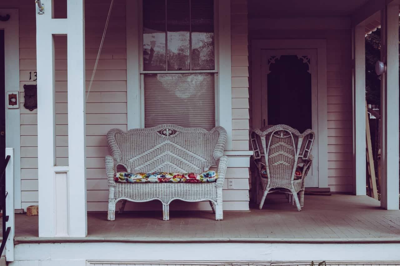 prepare-garden-for-spring-3-patio-pexels