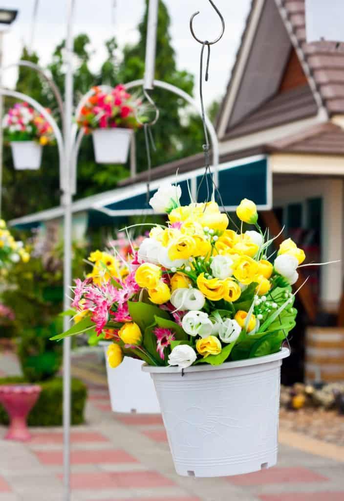 outdoor-flower-arrangement