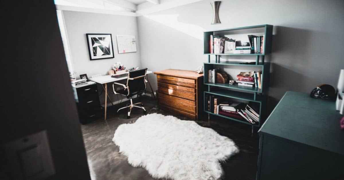 the-success-of-the-home-office-why-a-shed-is-perfect-3-start-with-furniture-and-decor