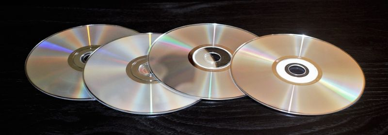 ways-to-reuse-waste-for-a-more-sustainable-garden-6-old-cds-and-dvds